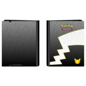 PV 8/10 – Álbum Pokemon (9 Bolsillos) Ed. Limitada 25º Aniv